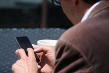 Brasileiro passa mais tempo na internet que vendo TV